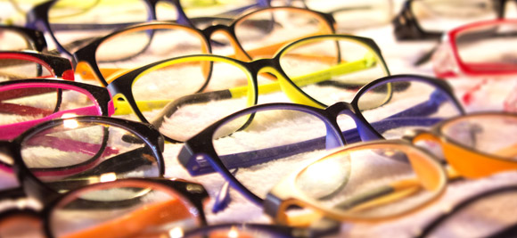 Choosing eyeglasses frames