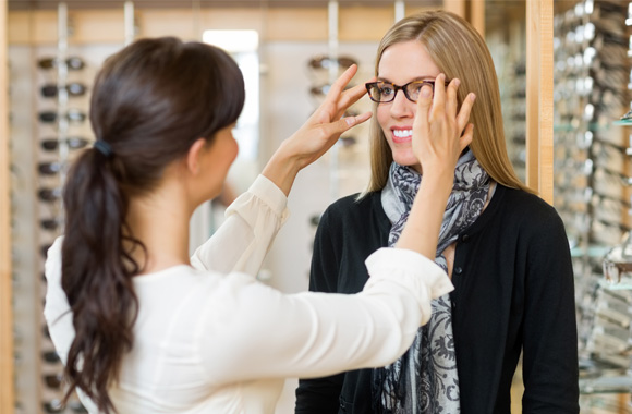 Choosing eyeglasses frames and lenses